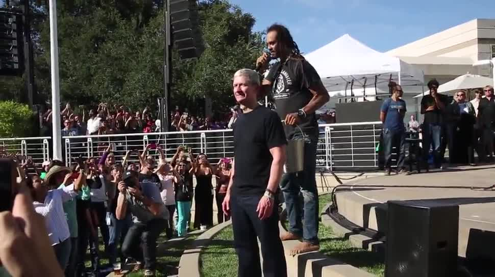 Apple, Ceo, Tim Cook, IceBucketChallenge, Michael Franti