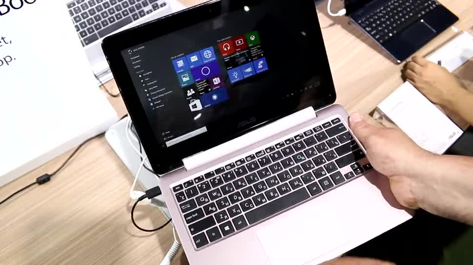 Windows 10, Tablet, Notebook, Intel, Laptop, Asus, Quadcore, Hands-On, Hands on, Ultrabook, 2-in-1, Computex, Netbook, Computex 2015, Braswell, Transformer Book, Intel Pentium N3700, ASUS Transformer Book Flip TP200, TP200