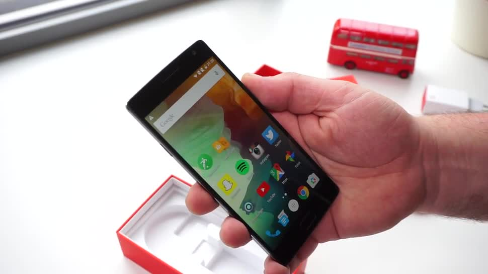Smartphone, Test, Hands-On, Octacore, Hands on, Full Hd, OnePlus, Review, Fingerabdruckleser, OnePlus One, Qualcomm Snapdragon 810, Unboxing, OnePlus 2, OxygenOS, Erster Eindruck