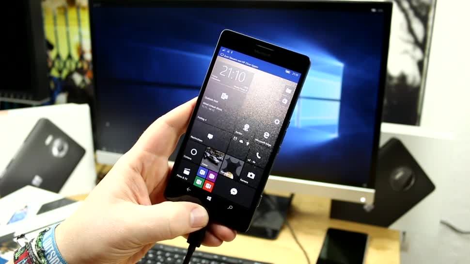 Microsoft, Smartphone, Betriebssystem, Windows 10, Windows 10 Mobile, Display, Test, Hands-On, Tastatur, Hands on, Microsoft Lumia, Maus, Continuum, Microsoft Lumia 950 XL, Dock, Microsoft Lumia 950, Display Dock, Microsoft Display Dock HD-500
