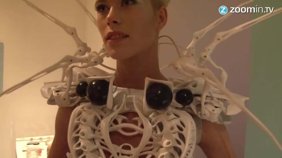 Zoomin, 3D-Drucker, 3D-Druck, Sensoren, Mode, Designer, Bewegungssensoren, Spinnen, Anouk Wipprecht, Designerin, Kleid