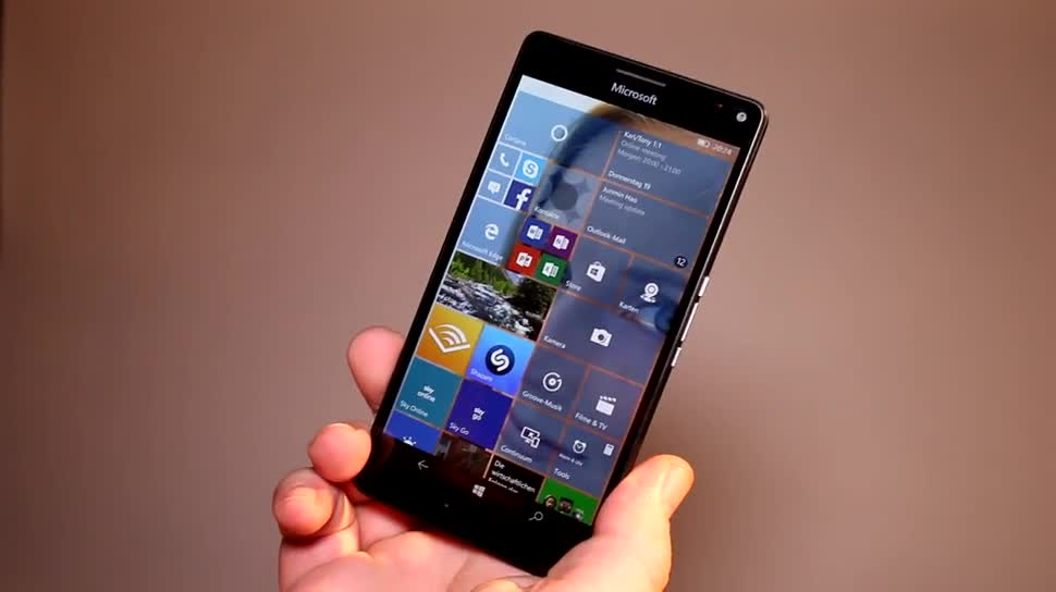 Microsoft, Smartphone, Windows 10 Mobile, Kamera, Lumia, Octacore, Hands-On, Hands on, Microsoft Lumia 950 XL, PureView, Qualcomm Snapdragon 810, Lumia 950 XL, Auslöser, Polycarbonat