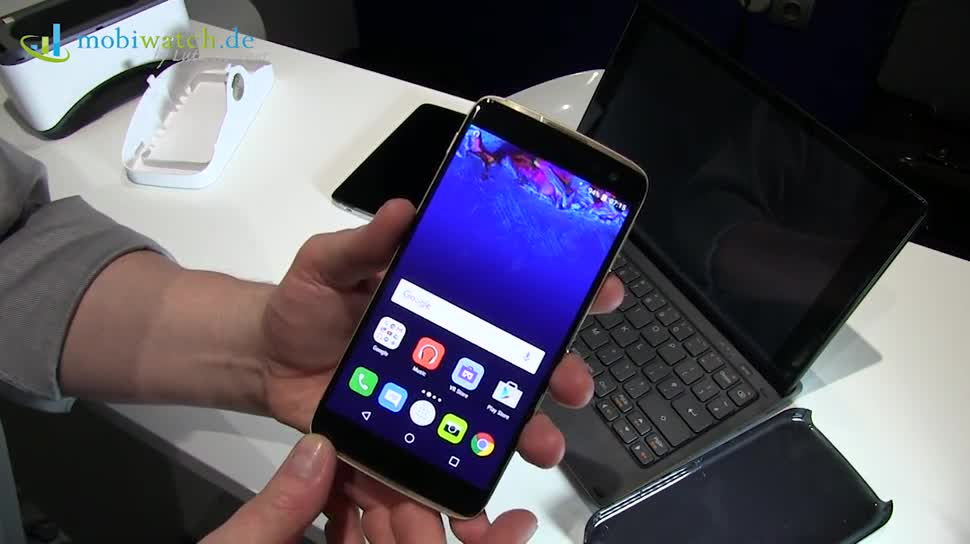 Smartphone, Android, Virtual Reality, Mwc, Lutz Herkner, VR-Brille, Mwc 2016, Alcatel, Idol 4S, Idol 4