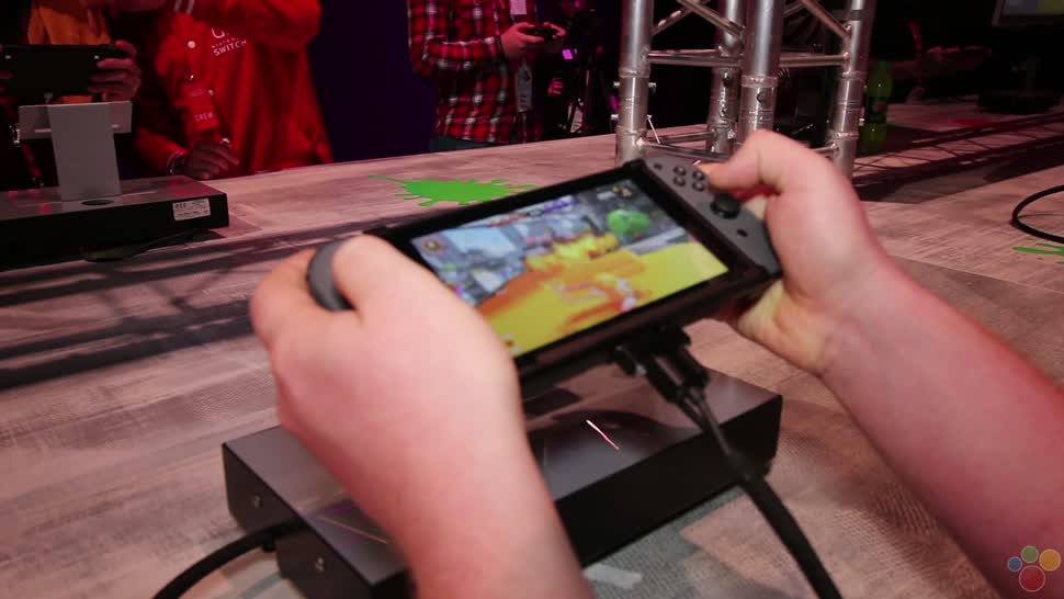 Nintendo, Hands-On, Nintendo Konsole, Nintendo Switch, Winfuture, Controller, Berlin, Handheld, The Legend of Zelda, The Legend of Zelda: Breath of the Wild, Nintendo Handheld, Link, Mario Kart, Joy-Con, Splatoon 2, Splatoon, Lenkrad, Sebastian Kuhbach, Mario Kart 8 Deluxe, ARMS, Switch Handheld, Zelda Demo, 12 Switch, 1 2 Switch, John Woll, Tobias Rduch