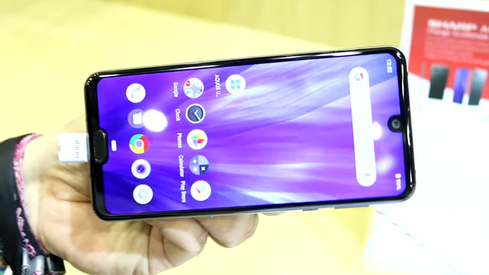 Smartphone, Test, Octacore, Hands-On, Ifa, Hands on, notch, Review, Sharp, IFA 2019, Qualcomm Snapdragon 855, Google Android 9.0 Pie, Aquos, Sharp Aquos R3, Dual-Notch